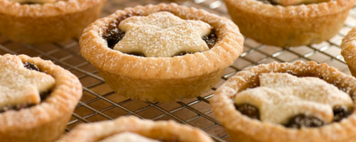mince pies with clotted cream in Cornwall