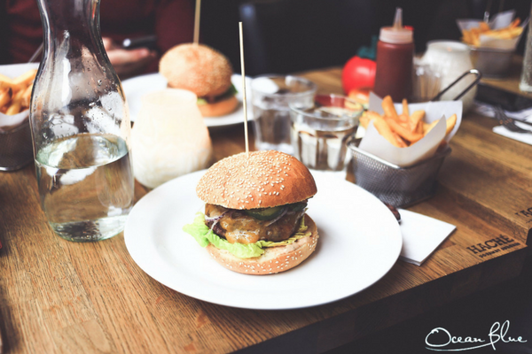 dog friendly pubs with burger in Cornwall